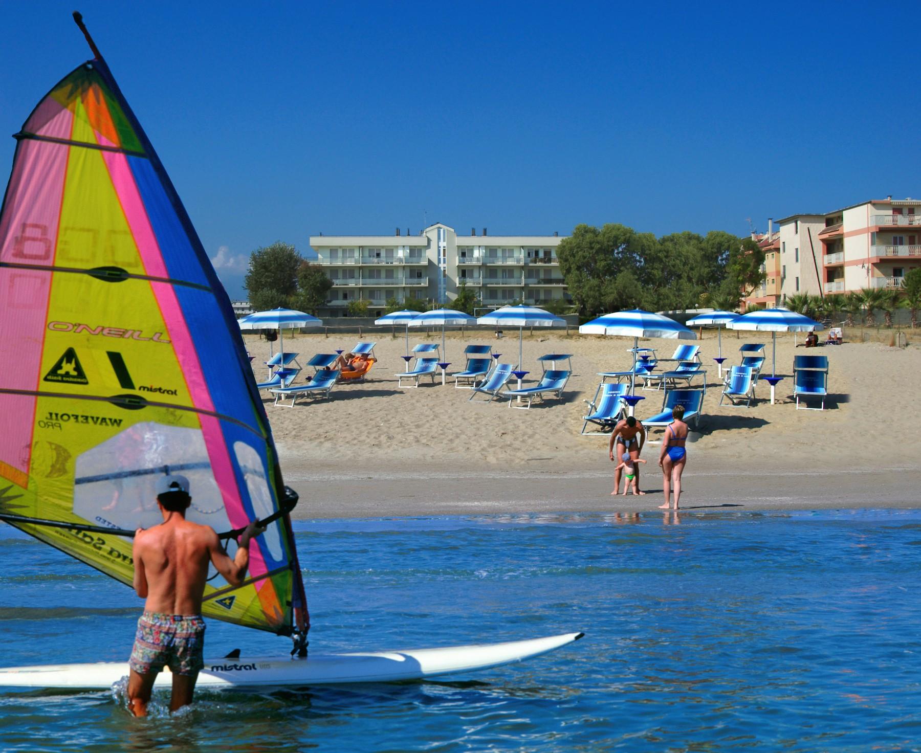 Wind surf presso residence brezza di mare a San Benedetto del Tronto